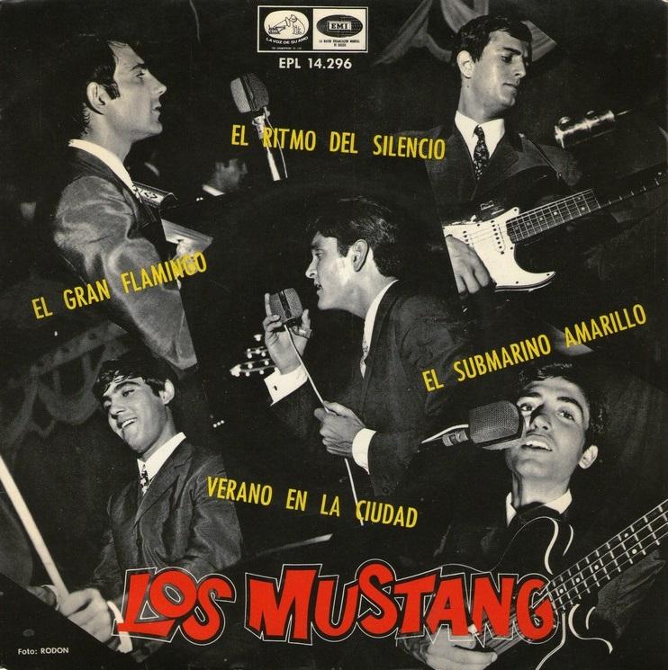 portada del disco Submarino Amarillo / El Gran Flamingo / Verano en la Ciudad / El Ritmo del Silencio