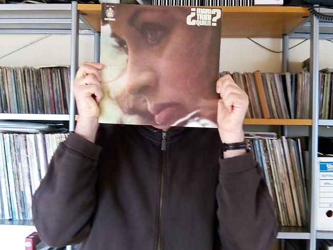 Miguel Stamp con su colección de discos