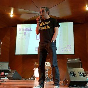 Tomás G. Lezana hablando de punk